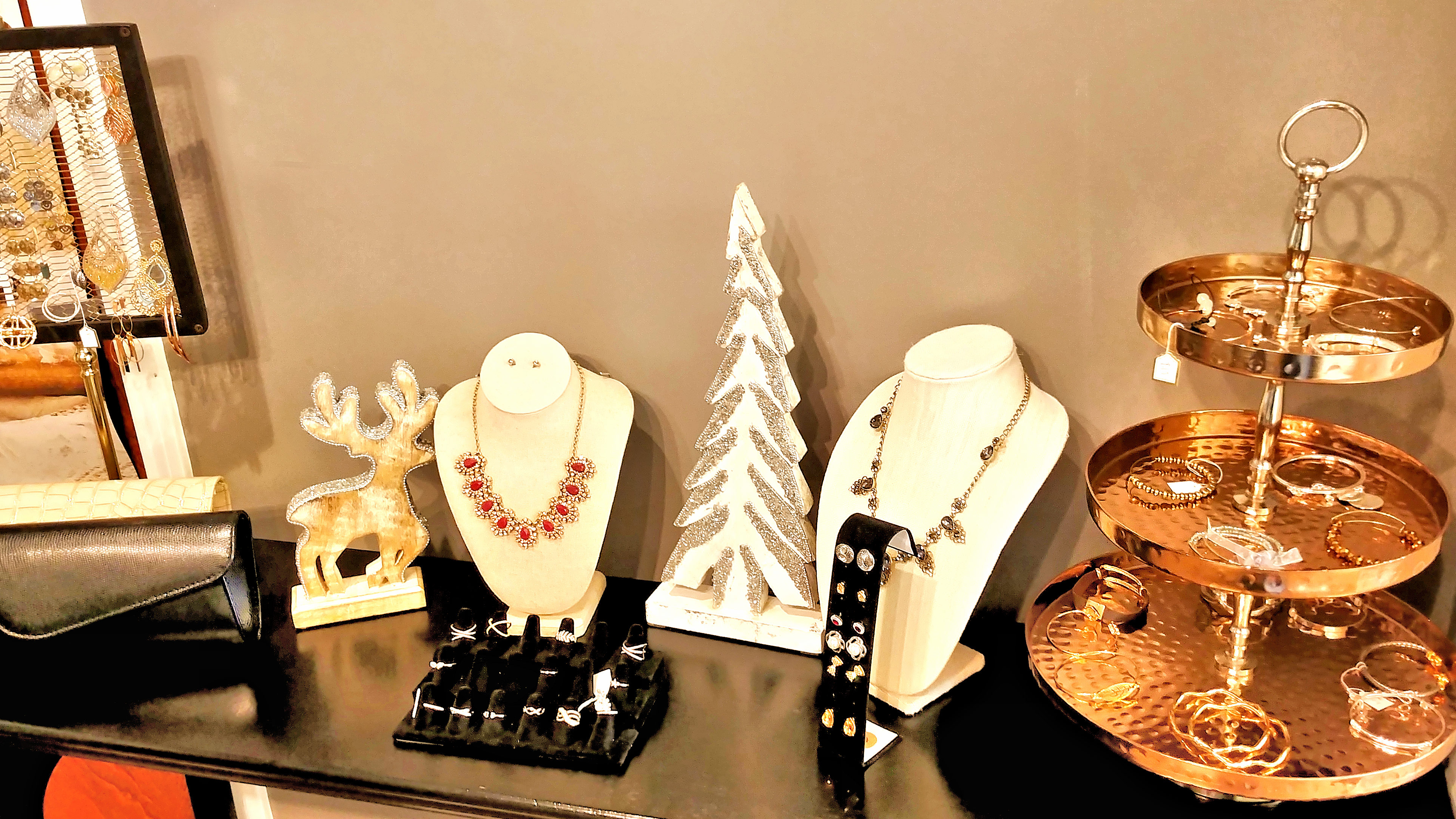 Finlia Salon - Holidays - Jewelry